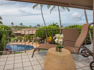 Beautiful space w/AC, WiFi, lanai & shared pools, walkable