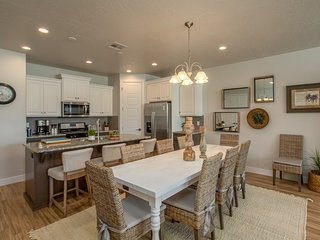 Town Center 2355 Brand New Pool House 4 Bedroom