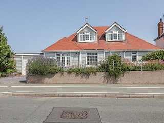 TREASURE COTTAGE, detached, woodburner, off road parking, direct access to