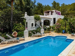 4 bedroom Villa with Pool and WiFi - 5047881