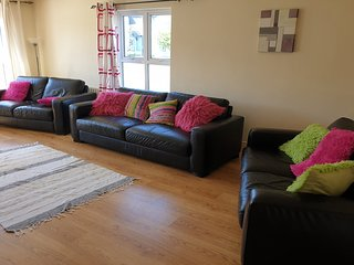 Portrush Holiday Home Sleeps 9