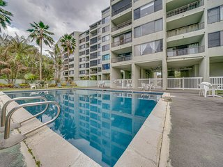 Family friendly condo near the ocean w/ private lanai & shared pool!