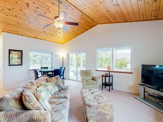Comfortable home w/ a private pool, hot tub, furnished patio, & enclosed yard!