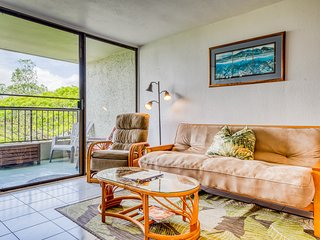 Fifth floor condo w/ lanai, shared pool, & ocean views - steps from the beach!
