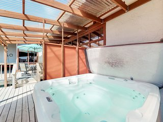 Incredible ocean view home w/ a private hot tub & lanai - close to everything!