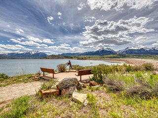 Lakefront ground-floor unit w/ shared pool/hot tub - walkout access to bike path