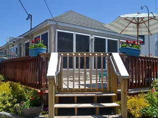 Ocean-view home just a few blocks from the beach! Full kitchen & dogs OK!