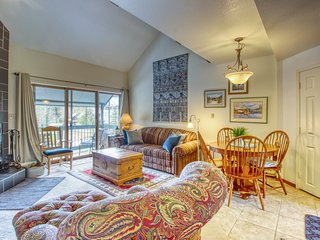 Updated, mountain condo w/ a balcony & shared hot tub - close to resort!