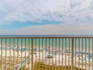 Waterfront condo in a resort setting w/ shared pools, hot tub, & beach access