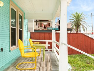 NEW LISTING! Dog-friendly duplex w/ a full kitchen & living area - walk to beach