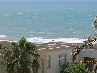 Sea View Apartment in Picturesque Uvongo with direct beach access