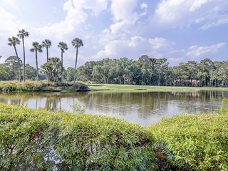 Spacious condo w/lake and golf course views and screened furnished patio!