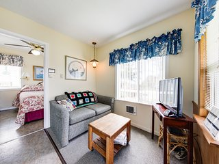 NEW LISTING! Motel suite w/ separate bedroom - near ocean & downtown, dogs OK