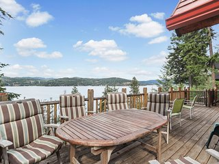 Spectacular lakefront home w/ 2 kayaks, amazing views & tram to dock!