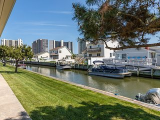 Family-friendly bayside condo w/private patio, shared pool and picnic area!