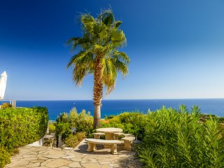 134635 4-bedroom villa, full sea view, heated pool 10 x 5, airco, beach 250 mtr.