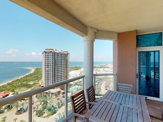 Beautiful & spacious condo w/ multiple shared pools, gym, & beach access