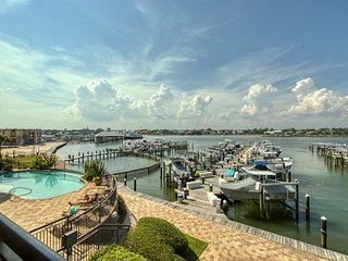 Waterfront condo w/ boat slip, shared pool, gym, & hot tub!