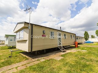 8 berth mobile home at Seawick holiday park in Essex ref 27105S