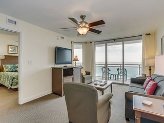 Spacious oceanfront condo, great pool amenities + FREE DAILY ACTIVITIES!