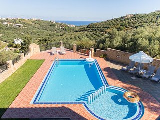 Ano Stalos Villa Sleeps 6 with Pool Air Con and WiFi - 5781725