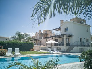 Villa Daphne, Sandy Beach walking distance to the beach