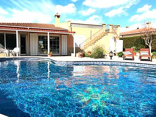 Beautiful Family Villa for 8 persons, Pool, near the Sea