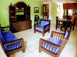 Cancun Holiday Home Sleeps 7 with Air Con and Free WiFi - 5680641