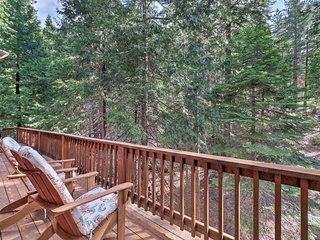 NEW! Spacious Cabin, Walk to Big Trees State Park!