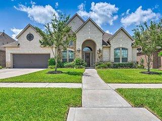 Manvel Home w/Pvt Yard, 17 Mi to Dwtn Houston