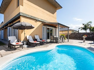 Villa Dorina - heatable pool, BBQ, wifi, views to ocean and mountains.