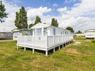 8 berth caravan near to amenities with decking at Seawick ref 27364S