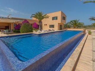 Villa Marta. Pool, garden & country 8p. Salinas