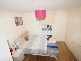 Cozy 3 Bed Entire House, Free car parking, London