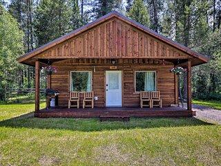 Cozy Cabin w/ Fire Pit & BBQ: 7Mi to West Glacier!