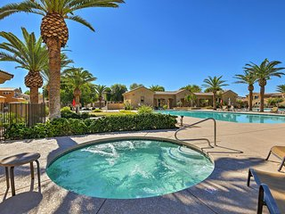 Mesa Townhome w/ Gas Grill & Community Pool!