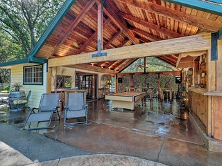 Lavish Sonora Suite on 10 Acres w/Shared Pool, Bar