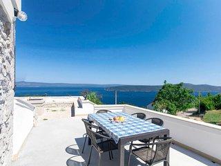 2 bedroom Villa with Air Con and WiFi - 5809526