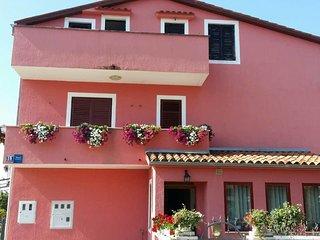 Vrvari Apartment Sleeps 6 with Air Con and WiFi - 5809764