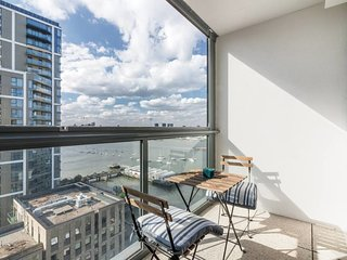 3bed 2bath North Greenwich flat w/views of Thames