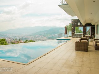 Pool Mansion View Infinity Pool Medellin !
