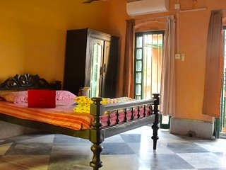 BhubanBari Historic house Aircon Queen room, att. bath, kitchen & garden terrace