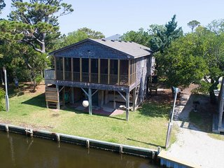 Just Enough! Quiet Canal Front Home, Quiet Neighborhood