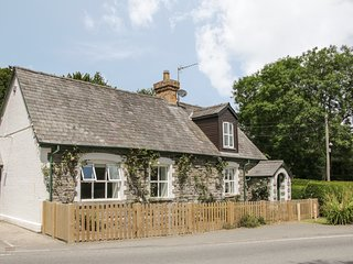 OLD SCHOOL HOUSE, romantic retreat, former school house, enclosed garden, WiFi