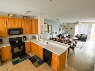 Bayshore Beauty a Vista Cay resort 3 bedroom 3.5 bath town home Your home away f