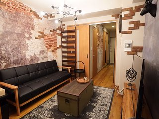TW2 Discovery - Life is a rock! Namba South PENTHOUSE! 1 min walk from Metro