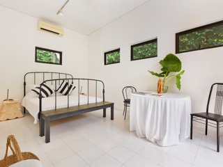 Quiet Tropical Garden Bedroom Suite on Landed Property