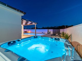 Villa Sabun with pool and jacuzzi, Privlaka