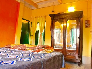 BhubanBari Historic house Aircon King room, 2 baths, kitchen & garden terrace