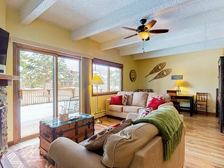 Remodeled condo w/ private patio & gas grill plus shared, indoor pool & hot tub